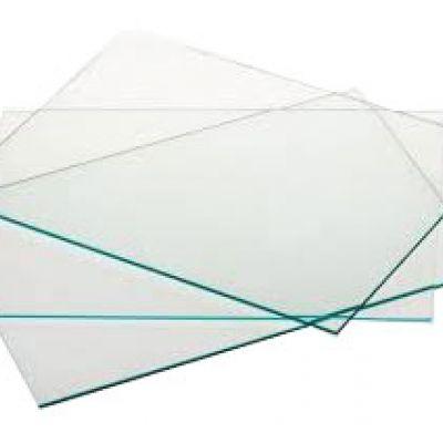 Vetro sintetico liscio trasparente, utilizzato per pareti divisorie, pannelli di vario genere, dove necessità luminosità e trasparenza.